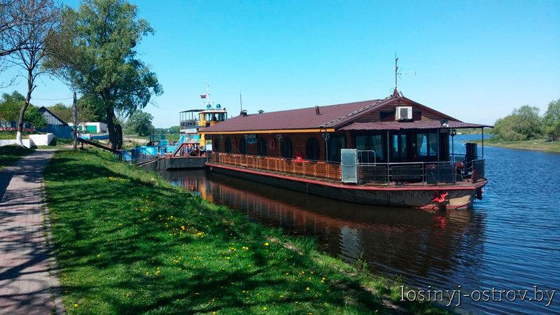 Plavuchaya-gostinica-Poles'e-3.jpg